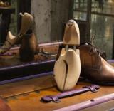 Accessoires de chaussures : semelles, lacets, embauchoirs, tendeurs...Accessoires pour chaussures : Brosses à cirage, embauchoirs, semelles, lacets…
