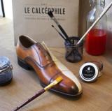 Teindre et rénover et changer de couleur des chaussures en cuir